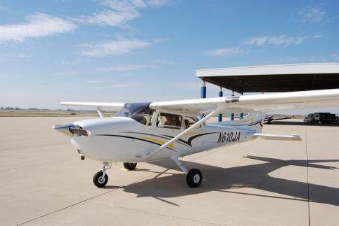 Aircraft for Sale in Illinois, United States: 2007 Cessna 172S Skyhawk SP