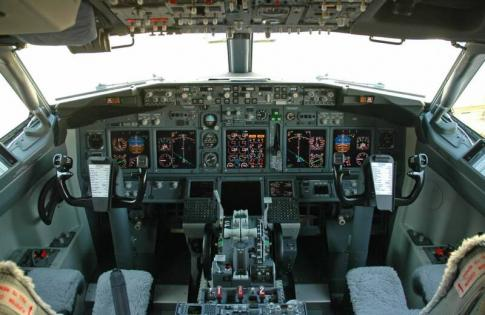 Aircraft for Sale in USA: 1995 Boeing 737-300 - 2