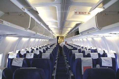 Aircraft for Sale in USA: 1995 Boeing 737-300 - 3