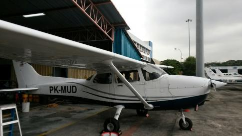 Aircraft for Sale in Pekanbaru, Riau, Indonesia (PKU): 2000 Cessna 172R Skyhawk