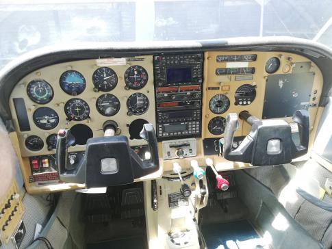 Aircraft for Sale in South Africa: 1977 Cessna 210M - 3